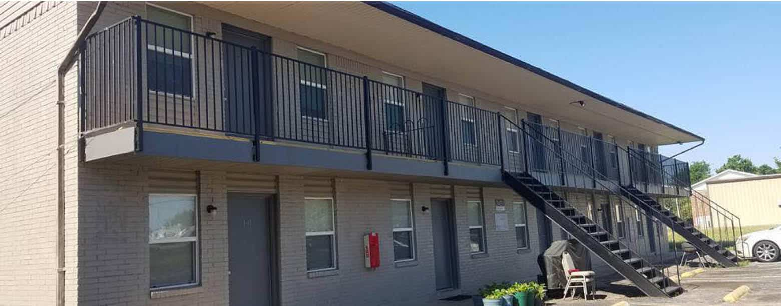 A building at Bella Capri apartments in Grand Prairie, TX.